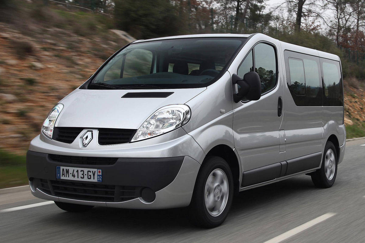 2011-Renault-Trafic-Passenger-minivan-autorigeka.lt